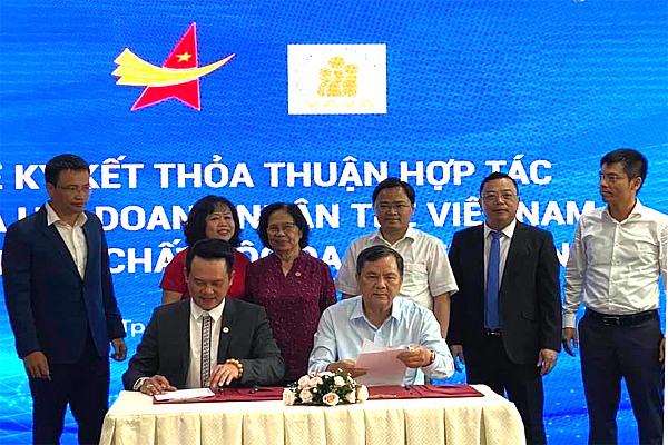 Ký thỏa thuận hợp tác giữa Hội NNCĐDC/dioxin Việt Nam với Hội Doanh nhân trẻ Việt Nam
